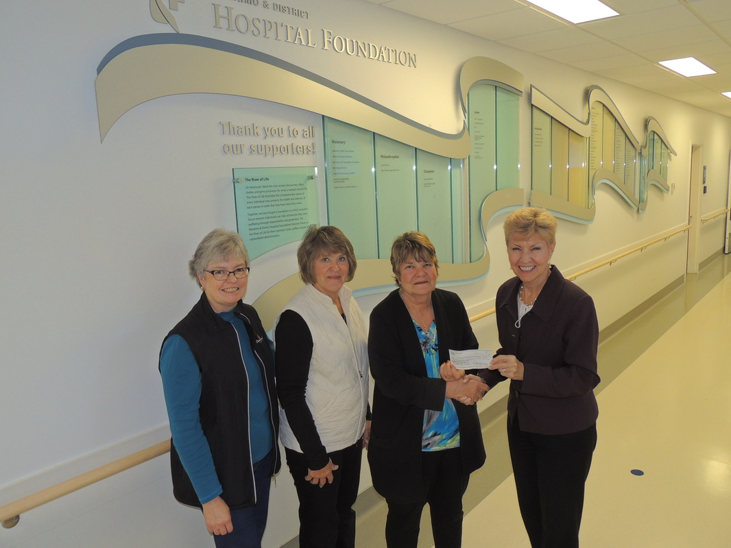 Cottonwood Ladies Golf Club gives to Palliative Care Unit at NRGH