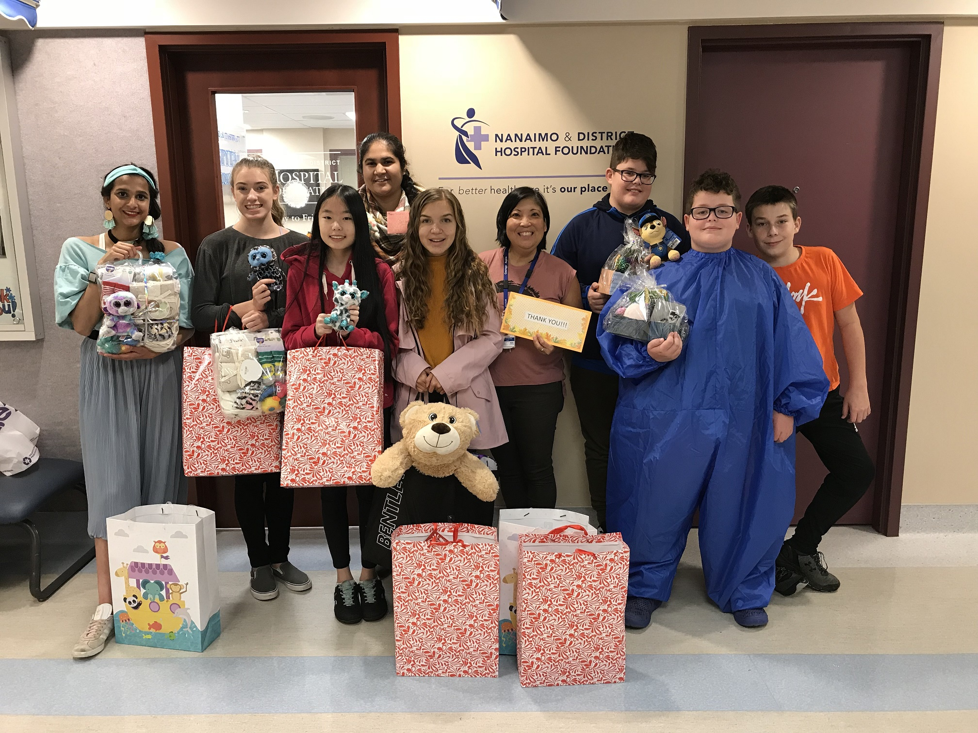 High School Contribution Club Donates to the Paediatric Department